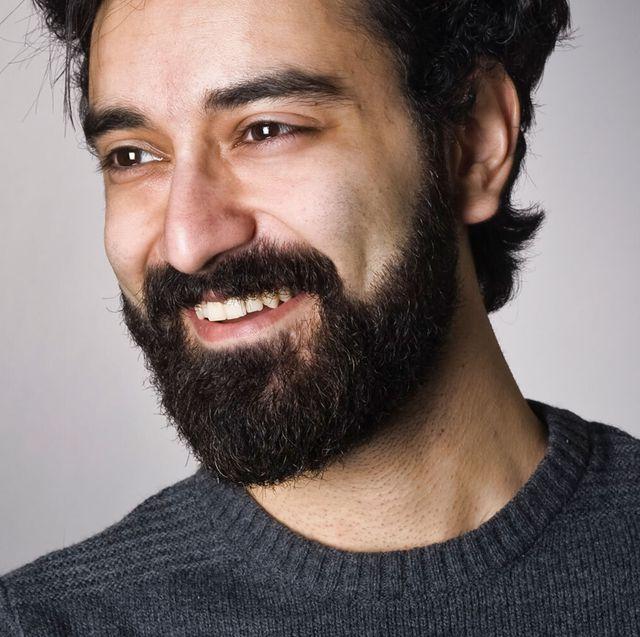 giảm cân tại nhà man with beard smiling