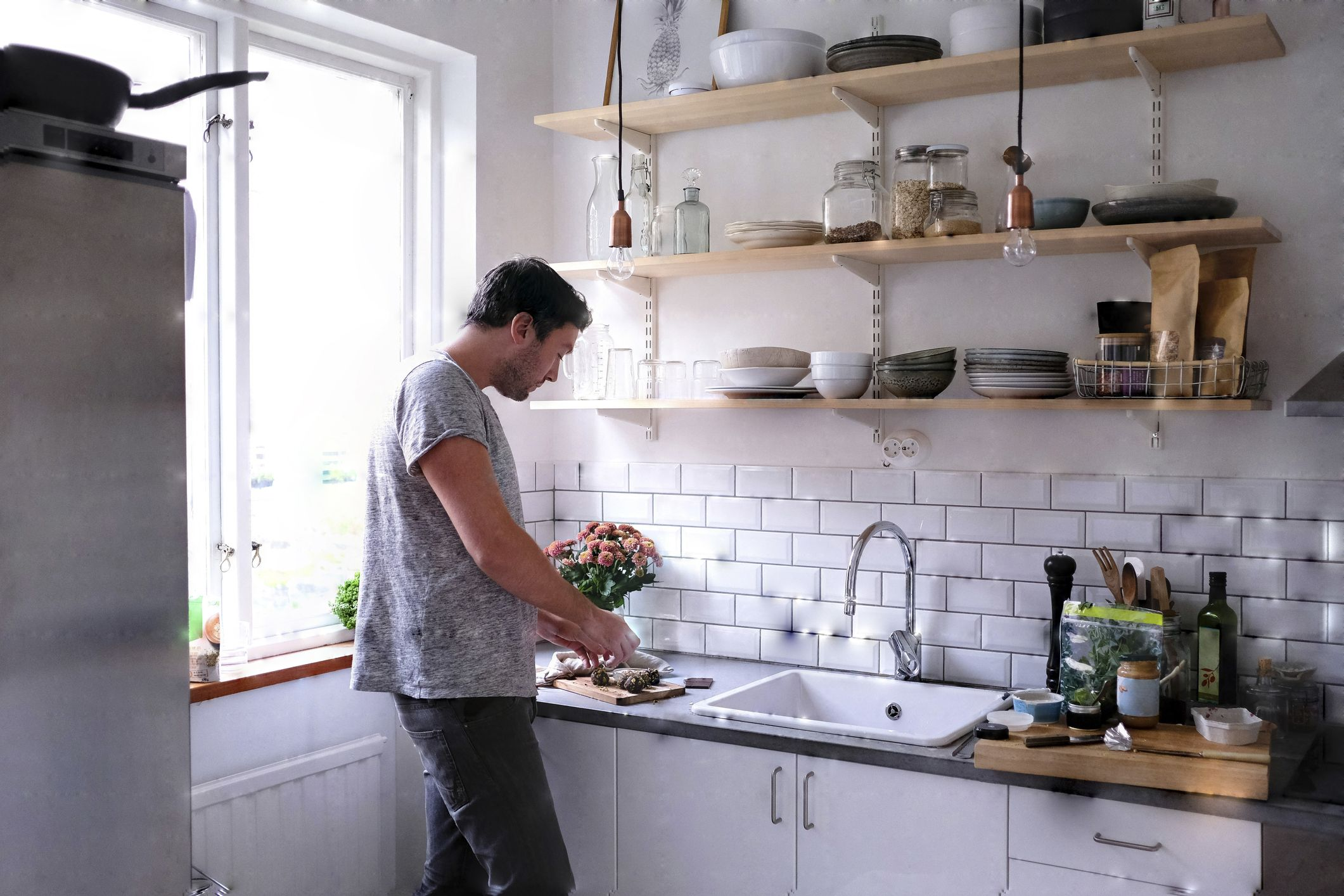 I've Perfected the Art of Eating Over the Sink and It's Changed Everything