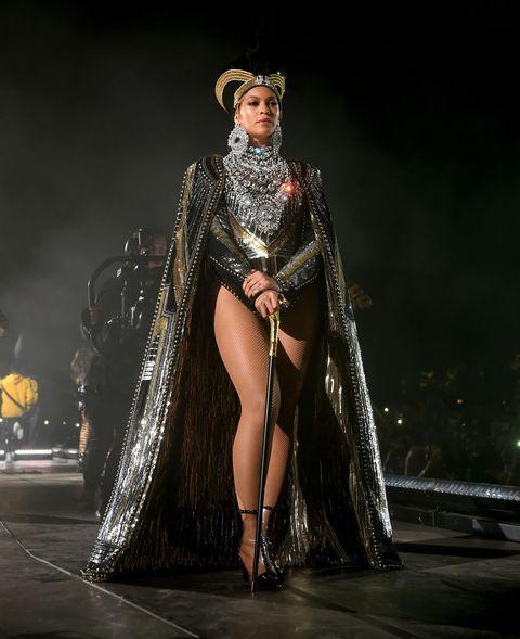 Beyonce menyajikan penampilan super keren di Coachella (dok. Cosmopolitan)