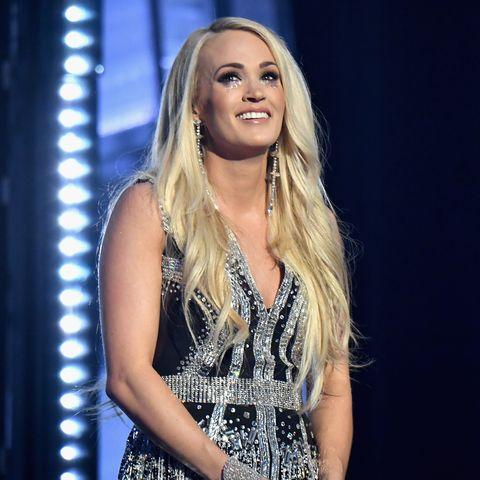 Face, Performance, Music artist, Beauty, Blond, Fashion, Long hair, Singing, Singer, Talent show,