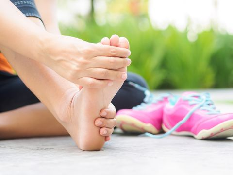 ee2bb1c91142 How to Get Rid of an Ingrown Toenail - What Runners Should Know ...