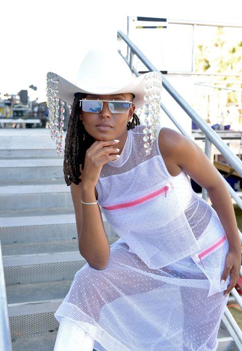 White, Shoulder, Clothing, Beauty, Street fashion, Fashion, Glasses, Model, Joint, Eyewear,