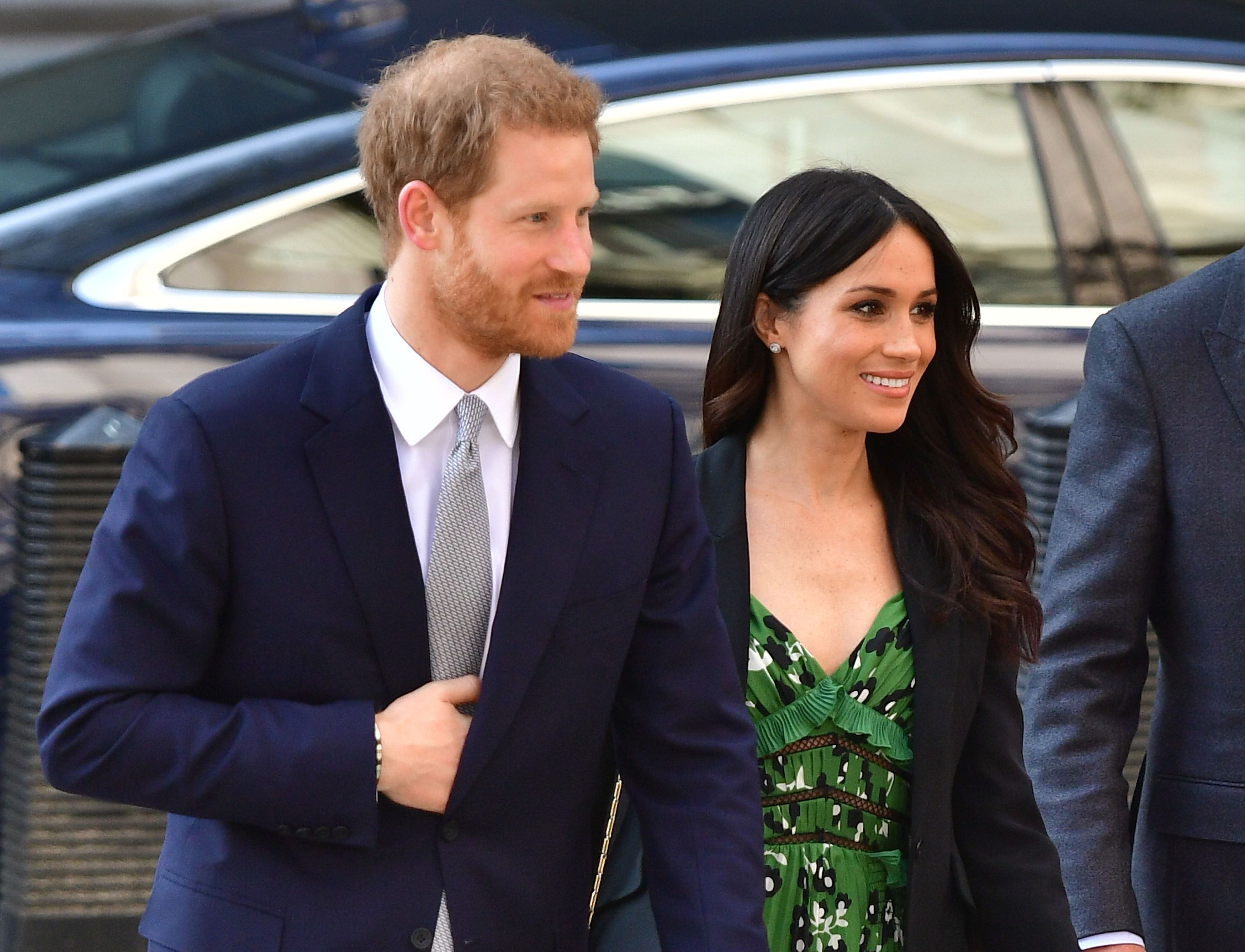 232537f7a7c5 Meghan Markle Wore the Prettiest Green Self-Portrait Dress to the Sydney  Invictus Games Reception