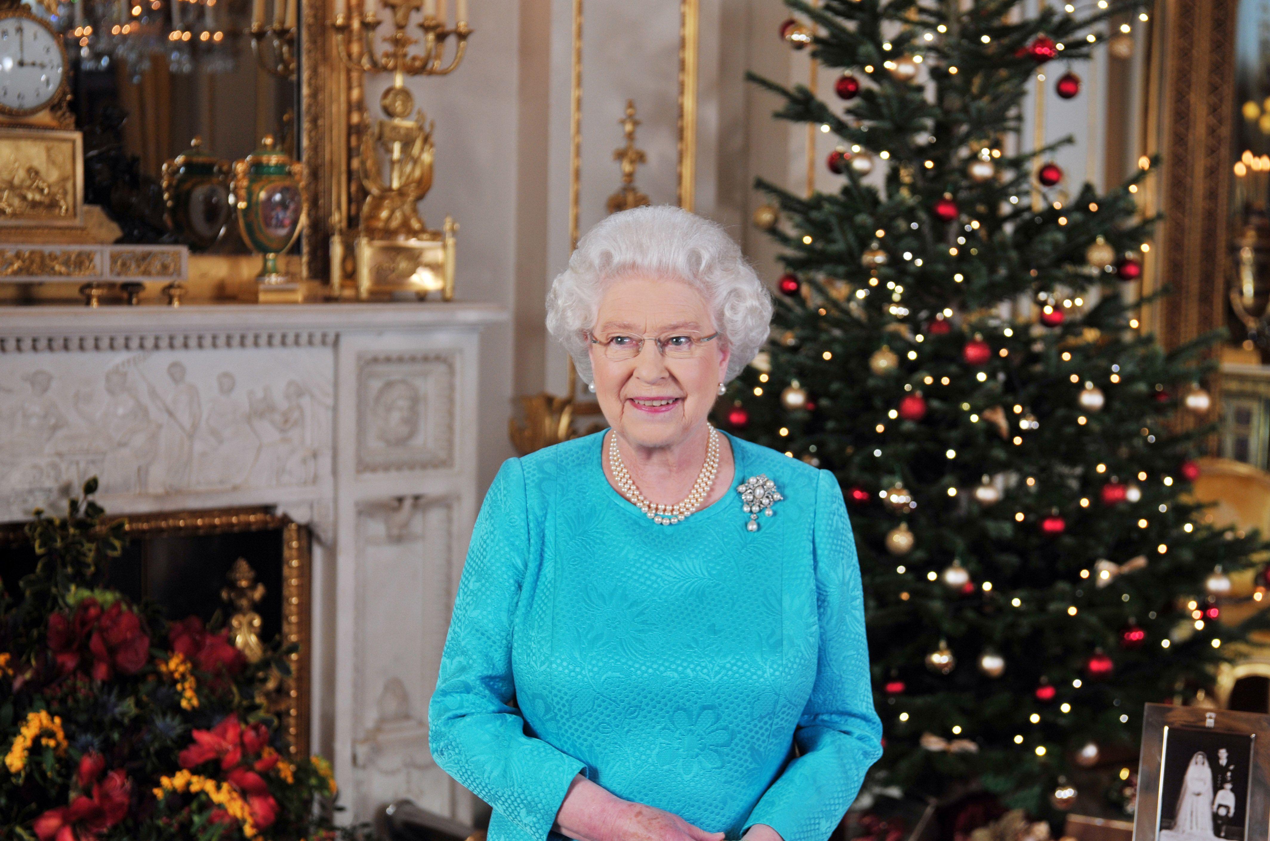 Christmas Palace.Buckingham Palace Christmas Decorations Video
