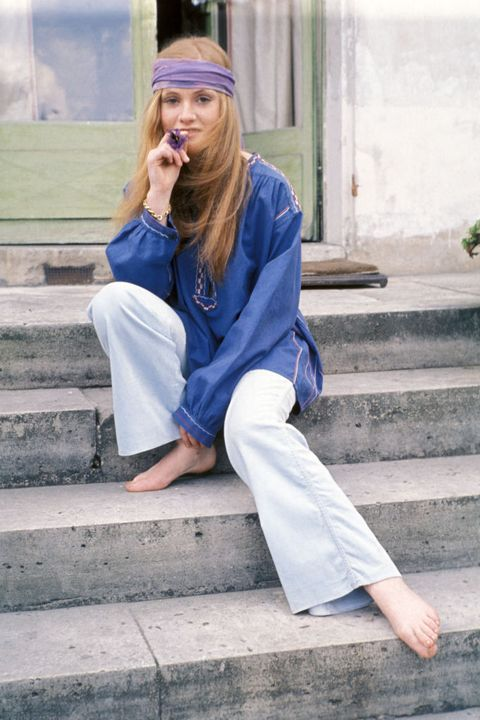 Blue, Clothing, Street fashion, Cobalt blue, Jeans, Fashion, Sitting, Electric blue, Denim, Shoulder,