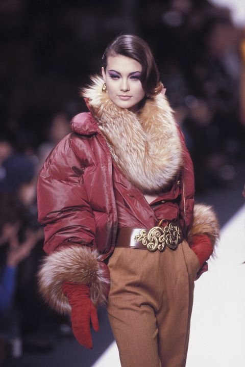 Fur clothing, Fashion, Fur, Fashion model, Clothing, Fashion show, Beauty, Fashion design, Skin, Model,