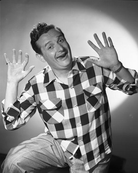 خواننده لو مونت برای یک جلسه پرتره در 19 ژوئیه 1954 در نیویورک عکس پاپسی راندولفمیکل مایکل اوچ بایگانی شد تصاویر زیبا