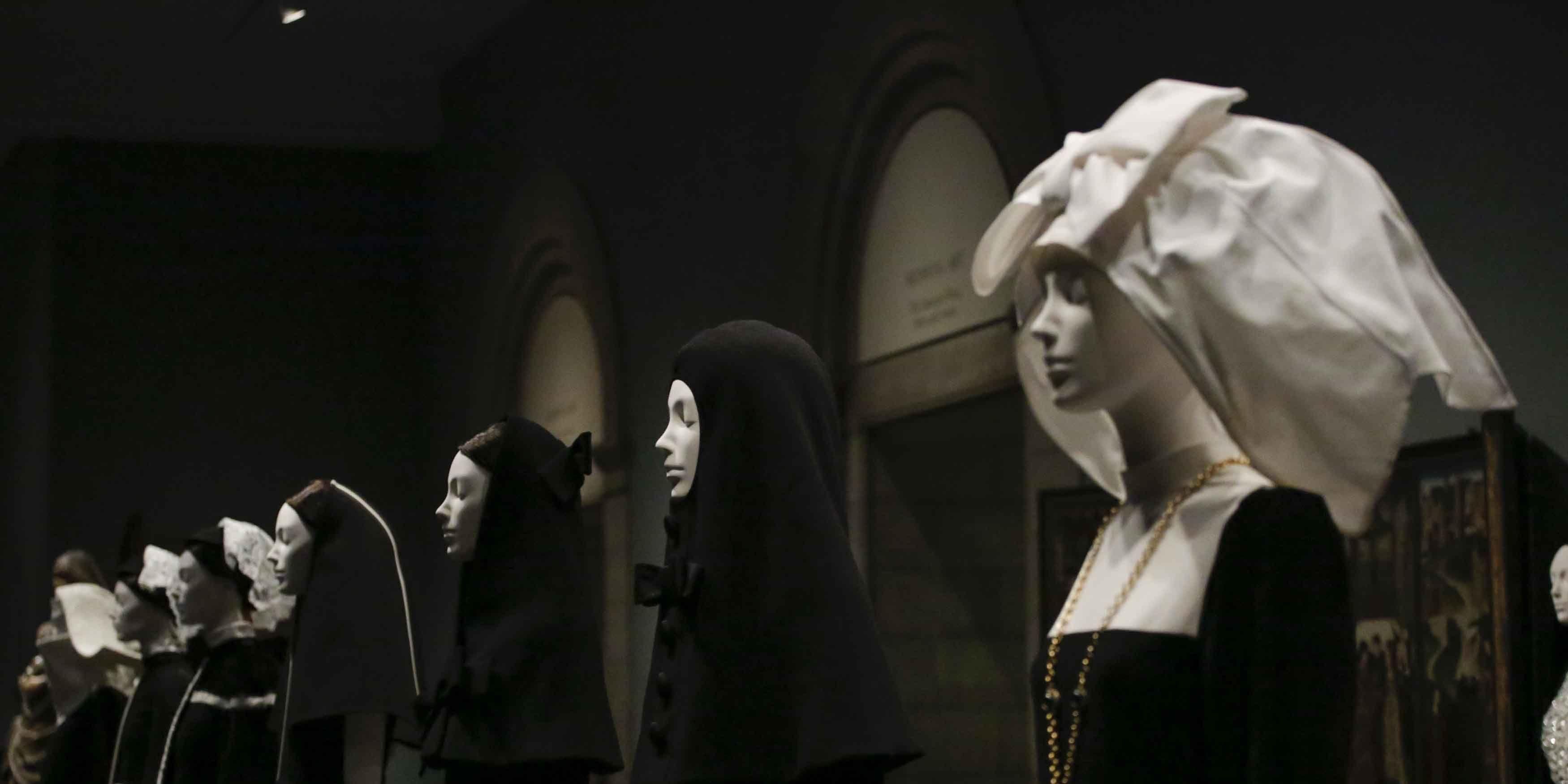 Heavenly Bodies:Fashion and the Catholic Imagination
