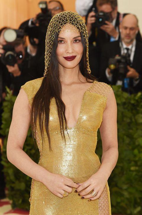 Hair, Red carpet, Clothing, Carpet, Hairstyle, Beauty, Fashion, Long hair, Yellow, Dress,