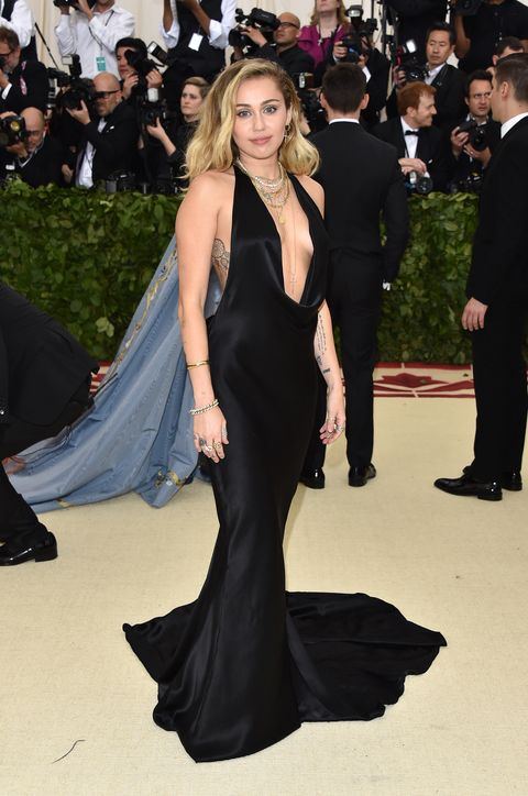 98b6ffc857a Miley Cyrus Attend Met Gala Without Liam Hemsworth - Miley Cyrus ...