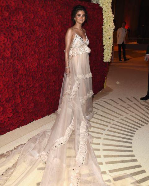Gown, Dress, Fashion model, Clothing, Wedding dress, Shoulder, Fashion, Haute couture, Bridal party dress, Bridal clothing,