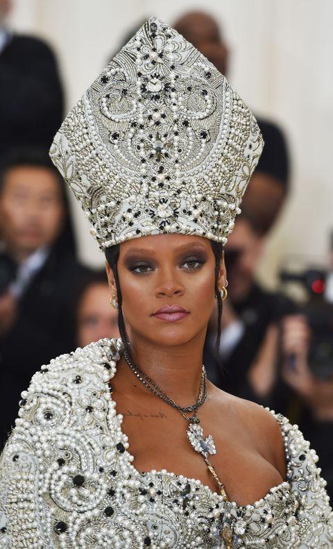 Fashion, Headpiece, Clothing, Hair accessory, Beauty, Fashion accessory, Headgear, Haute couture, Jewellery, Crown,
