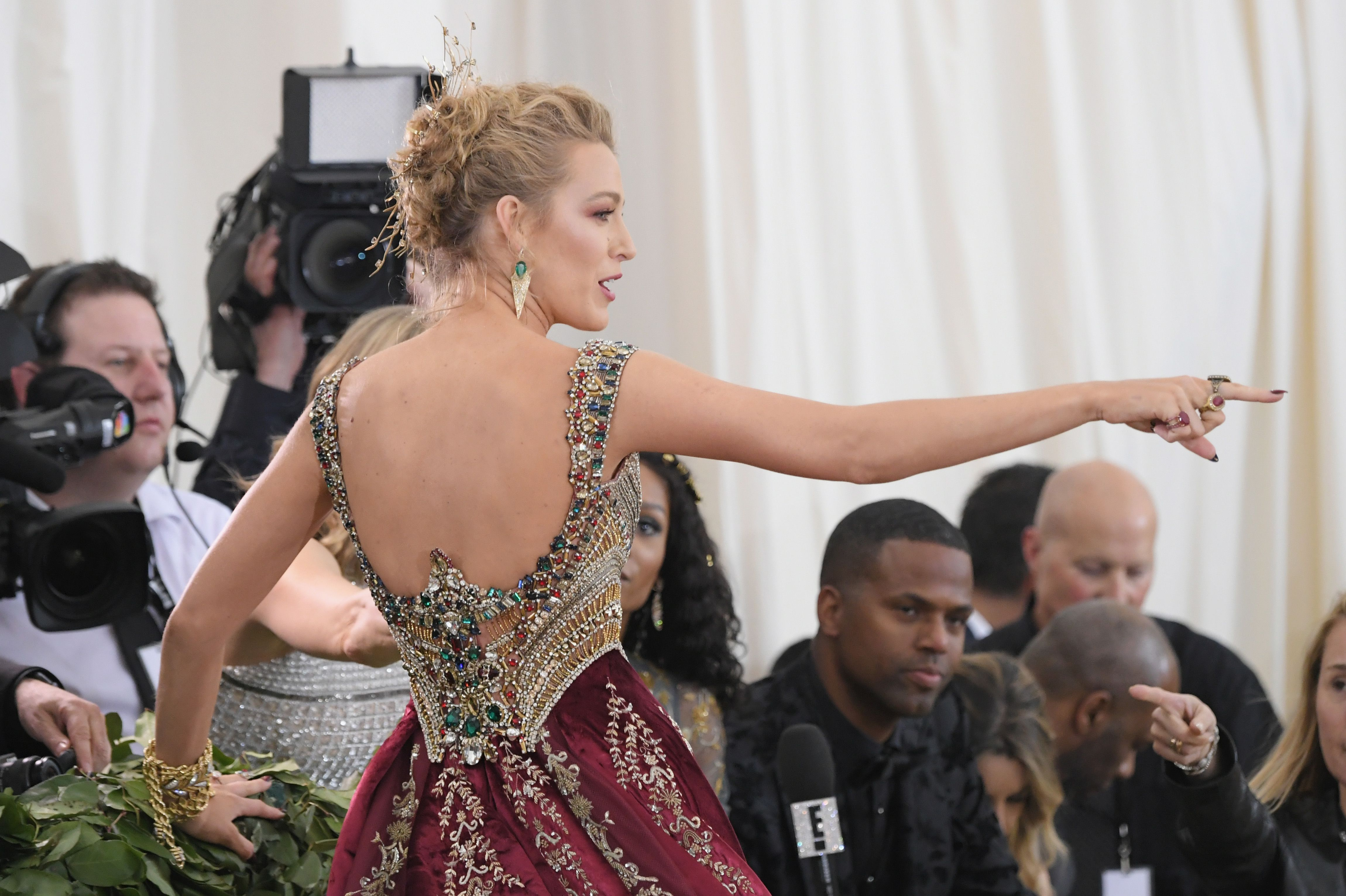 "Blake Lively Telling Photographers to ""Calm Down"" at the Met Gala Is *Chef Kiss*"