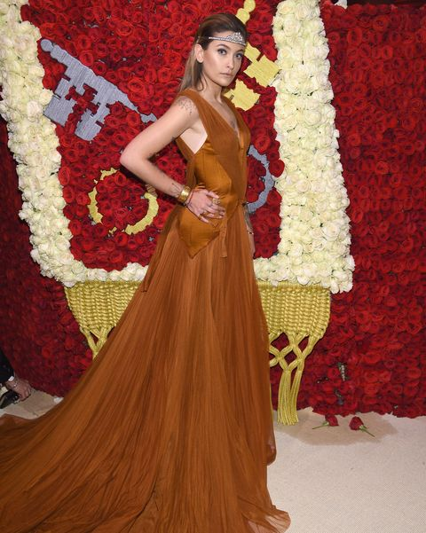 Gown, Clothing, Red, Dress, Hairstyle, Fashion, Beauty, Long hair, Formal wear, Fashion design,