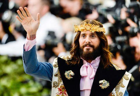 Facial hair, Beard, Headgear, Moustache, Tradition, Blazer, Gesture, Crown, Headpiece, Monarch,