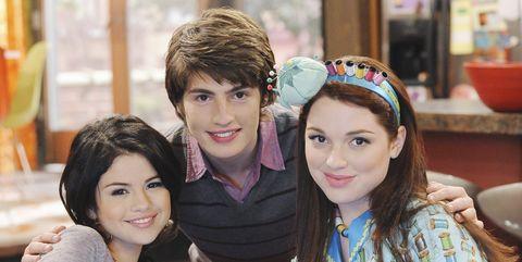 Selena Gomez, Gregg Sulkin, Jennifer Stone