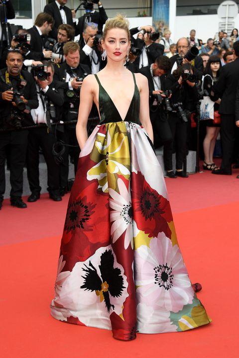 Red carpet, Fashion model, Carpet, Clothing, Dress, Premiere, Fashion, Flooring, Gown, Shoulder,