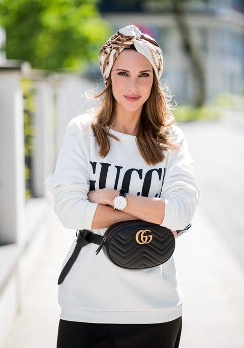 White, Black, Clothing, Shoulder, Street fashion, Sleeve, Beauty, T-shirt, Fashion, Waist,