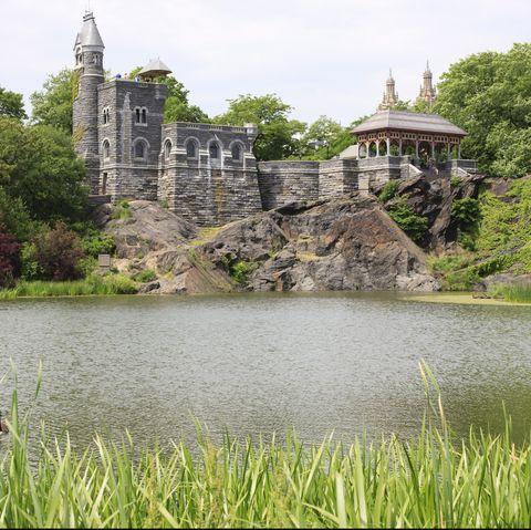 Water, Vegetation, Natural landscape, Reservoir, Lake, Grass, Bank, Pond, Castle, River,
