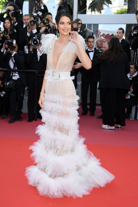 Red carpet, Gown, Dress, Carpet, Clothing, Shoulder, Flooring, Premiere, Fashion model, Haute couture,