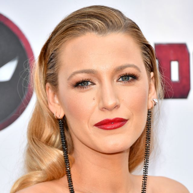 blake lively attends the deadpool 2 screening