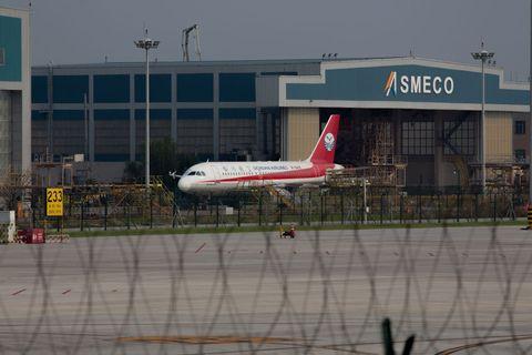 sichuan airlines broken cockpit