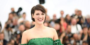 "British actress Phoebe Waller-Bridge poses on May 15, 2018 during a photocall for the film ""Solo : A Star Wars Story"" at the 71st edition of the Cannes Film Festival in Cannes, southern France."
