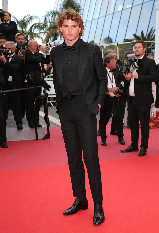 ryan gosling giacca nera camicia nera