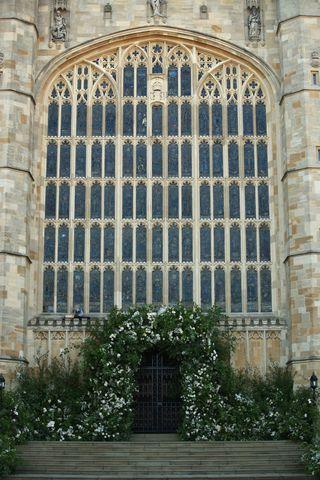 Meghan markle prince harrys wedding flowers royal wedding the flowers at st georges chapel mightylinksfo