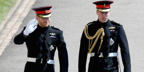 Military uniform, Uniform, Military officer, Military person, Official, Marching, Military, Military rank, Soldier, Gesture,