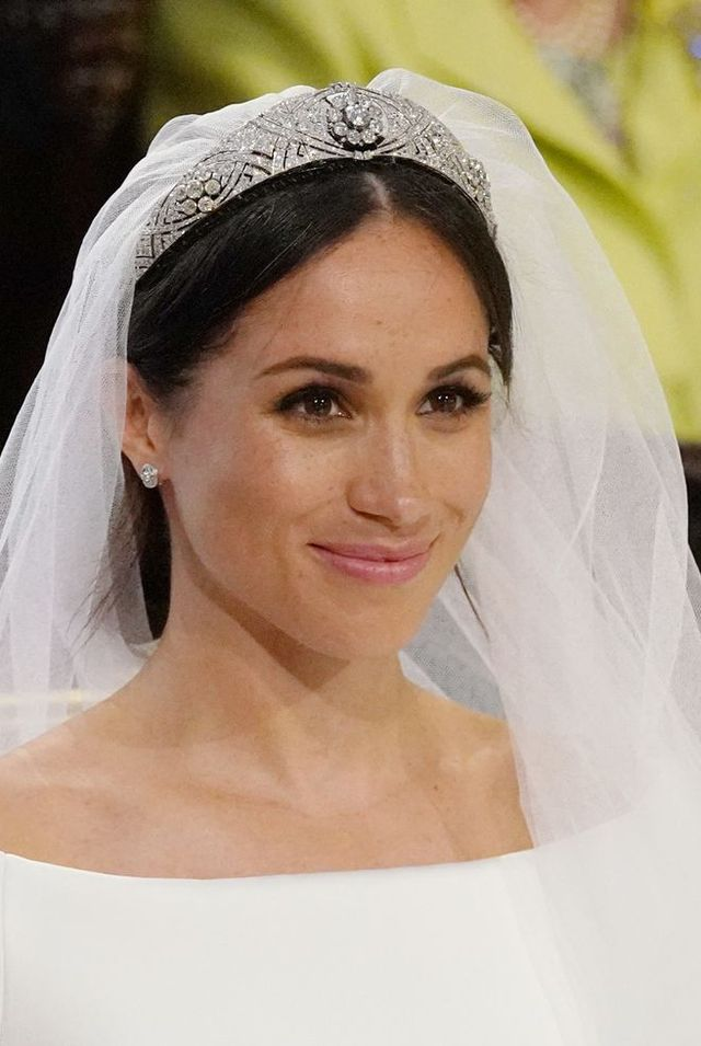 topshot   us fiancee of britains prince harry, meghan markle arrives at the high altar for their wedding ceremony in st georges chapel, windsor castle, in windsor, on may 19, 2018 photo by jonathan brady  pool  afp        photo credit should read jonathan bradyafp via getty images