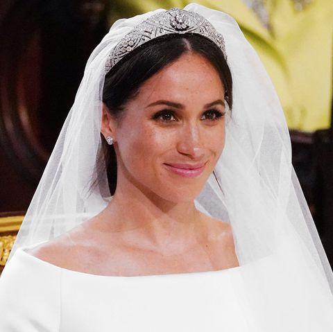 Bridal veil, Bridal accessory, Bride, Hair, Headpiece, Photograph, Veil, Hair accessory, Beauty, Skin,