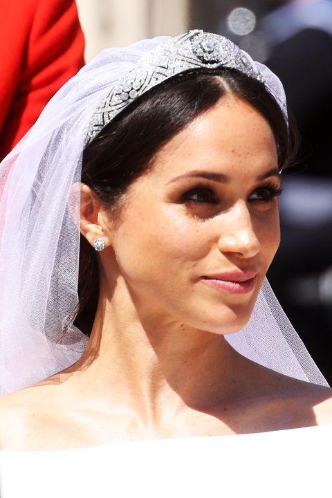 Hair, Headpiece, Veil, Bridal veil, Bridal accessory, Hair accessory, Eyebrow, Hairstyle, Clothing, Forehead,