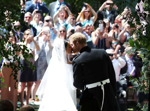 Royal Wedding Kiss.Prince Harry And Meghan Markle S Official Royal Wedding Kiss