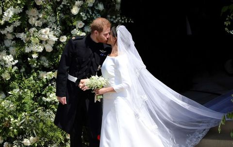 Bride, Veil, Wedding dress, White, Bridal veil, Marriage, Bridal accessory, Bridal clothing, Wedding, Gown,