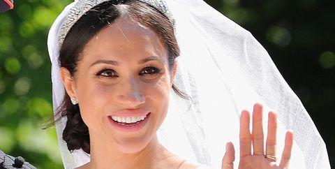 Headpiece, Bride, Ceremony, Hair accessory, Dress, Tiara, Tradition, Wedding, Vehicle, Headgear,