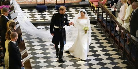 Meghan Markle Wedding Pictures.Did Kate Middleton Hand Meghan Markle Her Wedding Bouquet Who