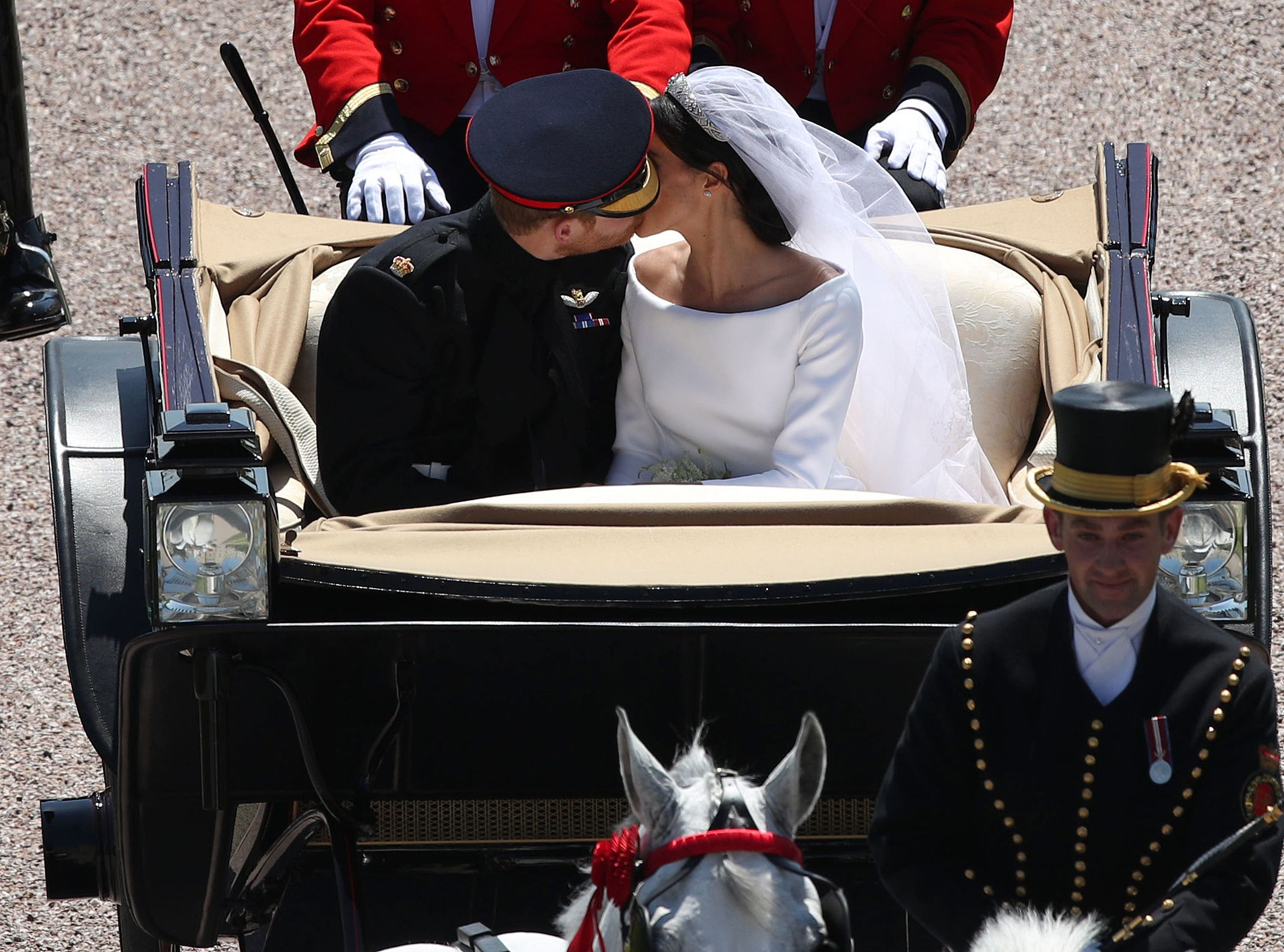prince harry has second kiss with meghan markle during royal wedding carriage procession harry meghan wedding kiss harry meghan wedding kiss