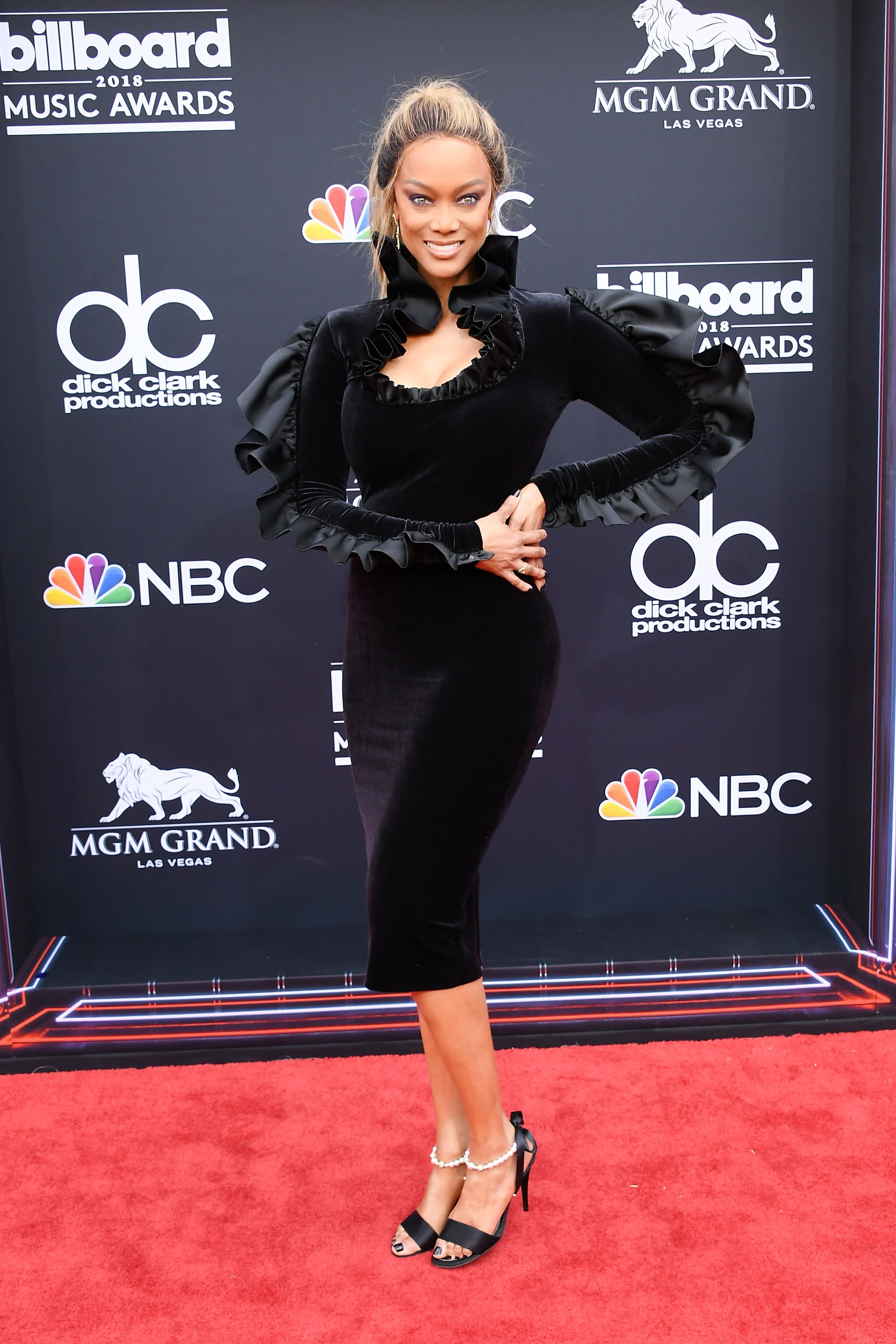 Justin Hartley Christina Aguilera >> Celebrities at the Billboard Music Awards - Best Dressed at the 2018 Billboard Awards
