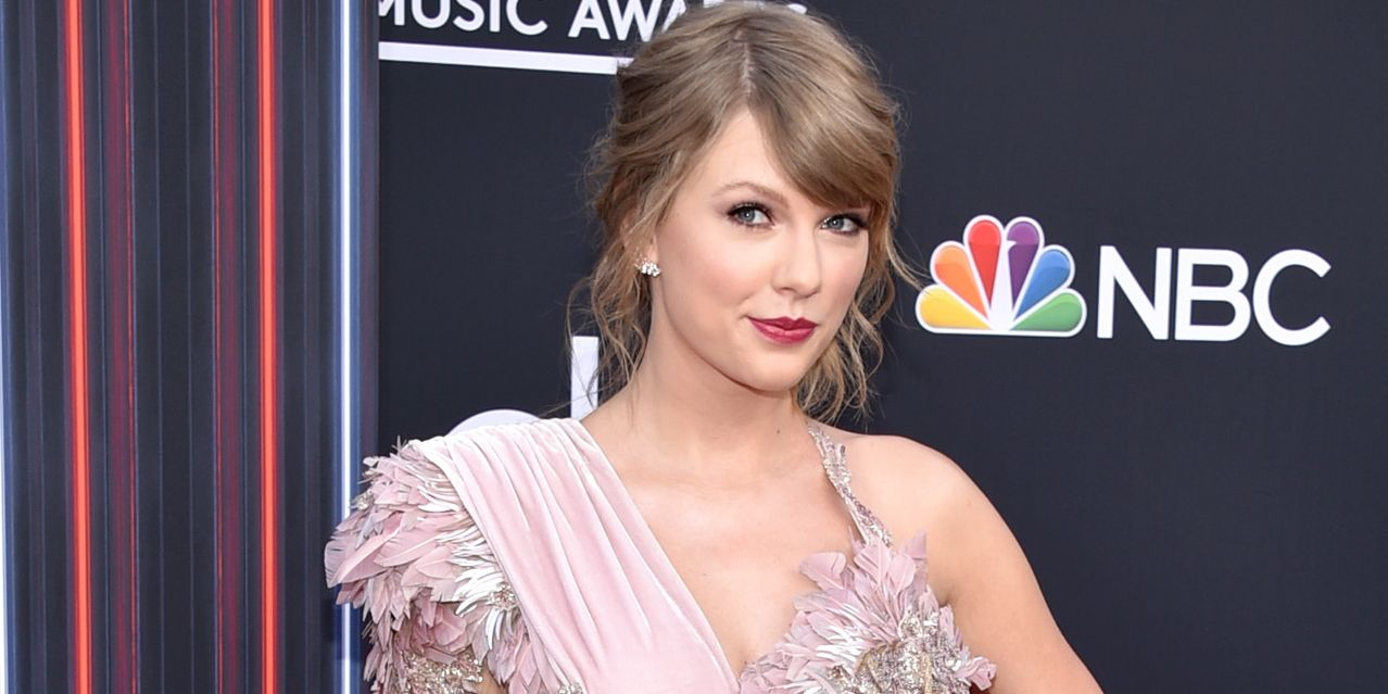 Taylor Swift Revived Her Curls For The 2018 Bmas Taylor