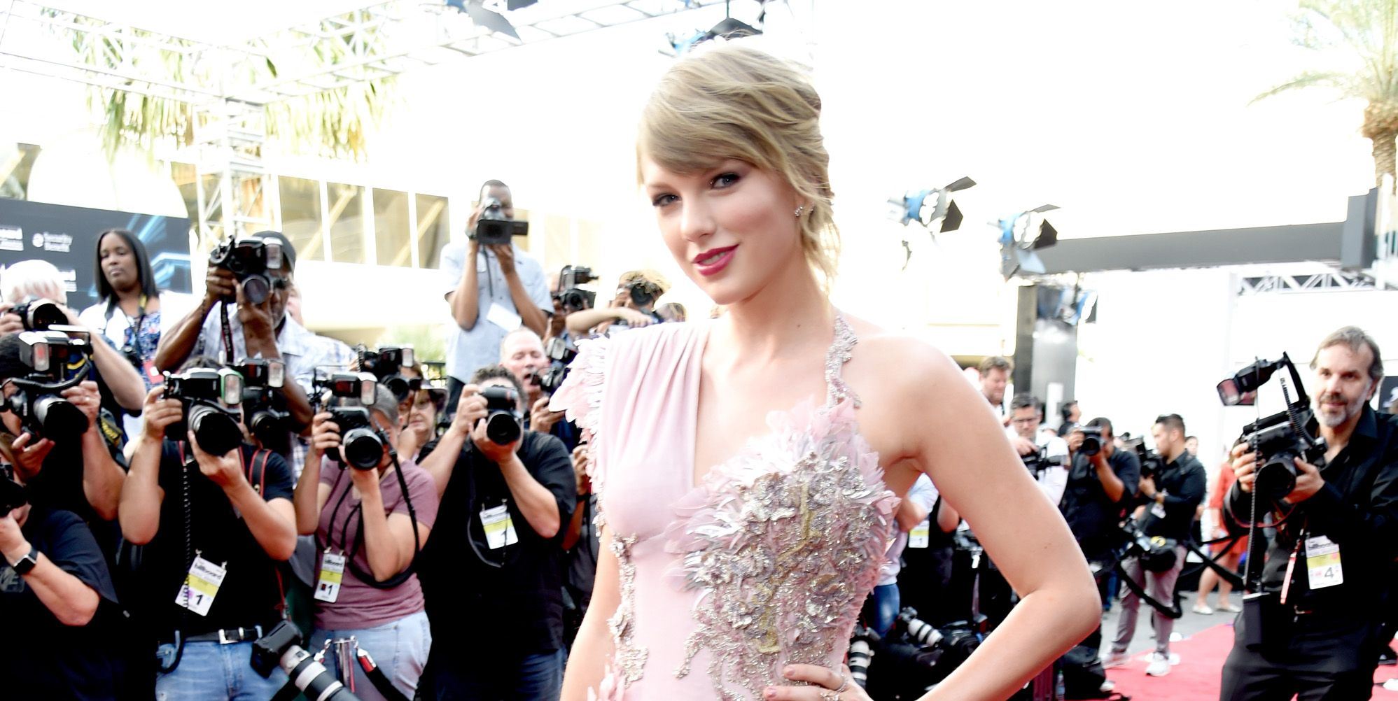 Taylor Swift Returns to the Billboard Music Awards for the First Time in Years