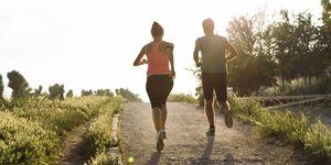 pareja, personas, corriendo, camino