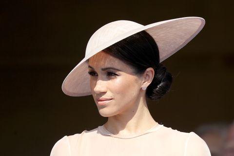 Hat, Clothing, Beauty, Sun hat, Fashion accessory, Fashion, Headgear, Lip, Costume hat, Ear,