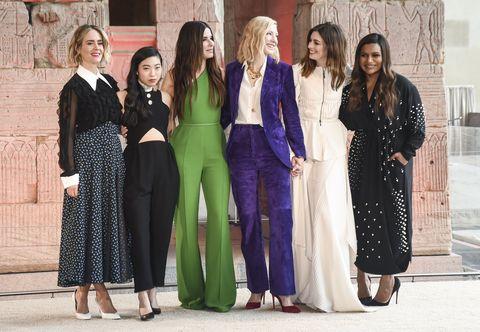 Sarah Paulson, Awkwafina, Sandra Bullock, Cate Blanchett, Anne Hathaway y Mindy Kalling en la premier mundial de 'Ocean's 8' en Nueva York