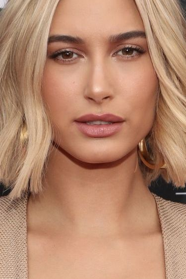 billboard music awards     red carpet arrivals    2018 bbmas at the mgm grand, las vegas, nevada    pictured l r hailey baldwin    photo by todd williamsonnbcu photo banknbcuniversal via getty images via getty images