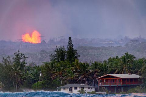 hawaii volcanoexplosion near house