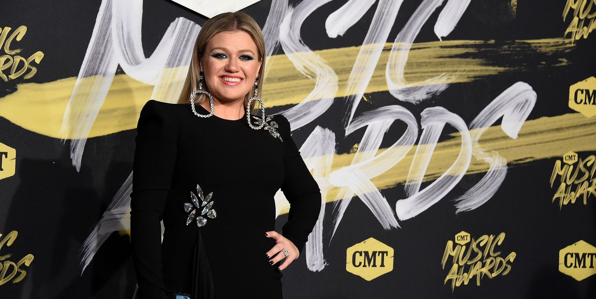 Kelly Clarkson Shows Off Stunning Weight Loss At Cmt Awards