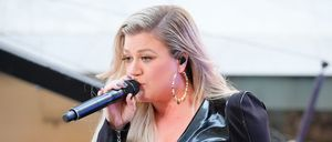 Kelly Clarkson Performs On NBC's 'Today'
