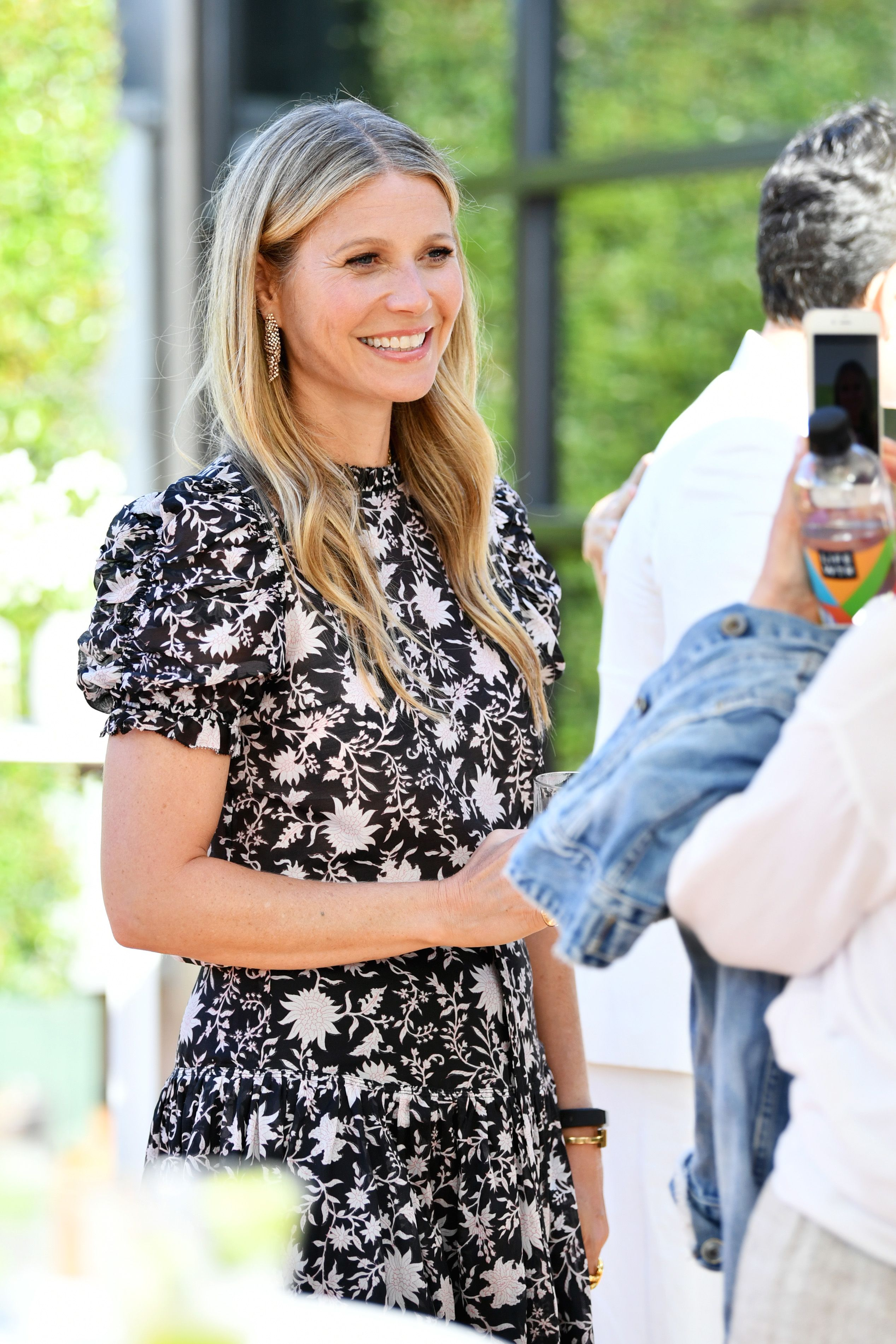 Gwyneth Paltrow And Daughter Apple Martin Look Like Twins In Instagram Photo
