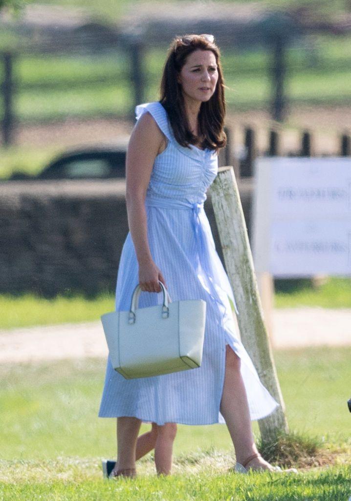 Middleton Just A To Blue Wore Zara Dress Off Kate Shoulder The KTJ1u3Flc